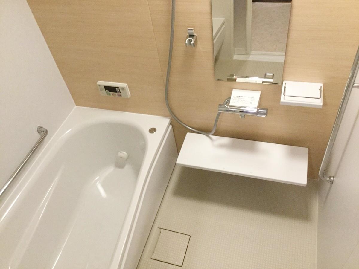 浴槽のまたぎ高さが13cm低くなった事で負担なく入浴できます!